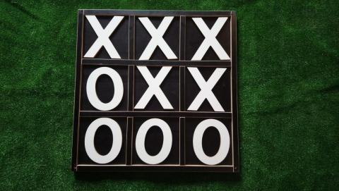 Фото Гигантские крестики-нолики